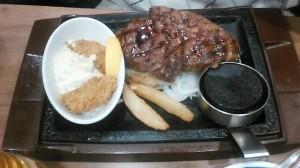 ステーキと牡蠣フライ